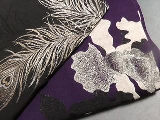 袴レンタル用、孔雀の羽根柄とカトレアのマジョリカ