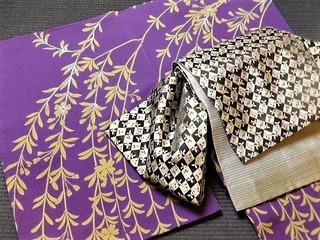 紫地に広がる枝垂れ桜、袴レンタルセット